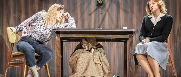 Egy ház, hat ember, három család – A kő bemutatója a Pesti Színházban