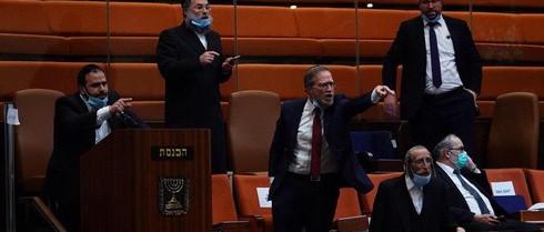 """Váratlan fordulat Izraelben: a Knesszet """"melegbarát"""" döntése miatt bukhat a koalíció"""
