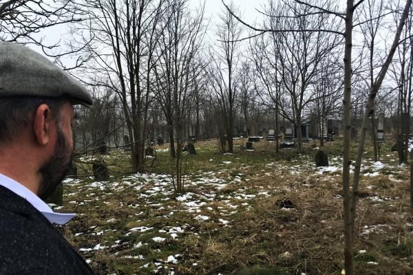 Emléktábla a Poroszlóról elhurcolt zsidó mártírok tiszteletére