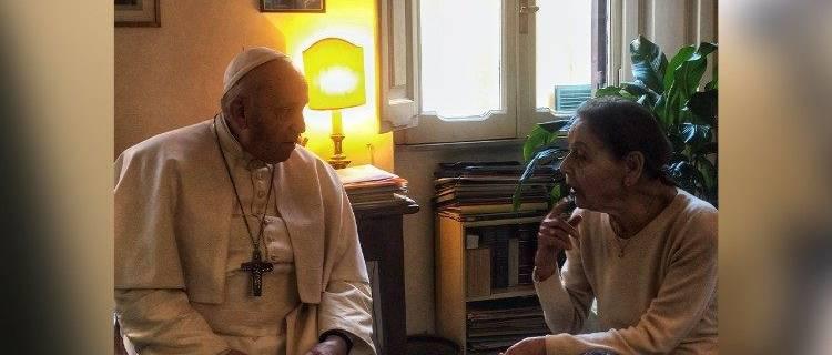 A pápa meglátogatta a Rómában élő Bruck Edith holokauszttúlélőt