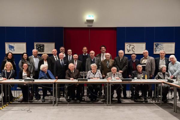 Túlélők a Facebooknak: fel kell lépni a holokauszt tagadói ellen