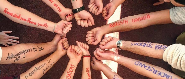Nézd és ne feledd! – rendhagyó emlékezés a vészkorszak roma áldozataira