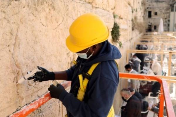 Izrael: Felújítják Jeruzsálemben a Siratófalat