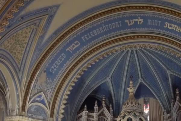 Szeresd felebarátodat – A szegedi Új Zsinagóga bemutatása (videó)