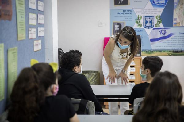 Izrael: korlátozásokkal ugyan, de elkezdődik a tanév szeptemberben