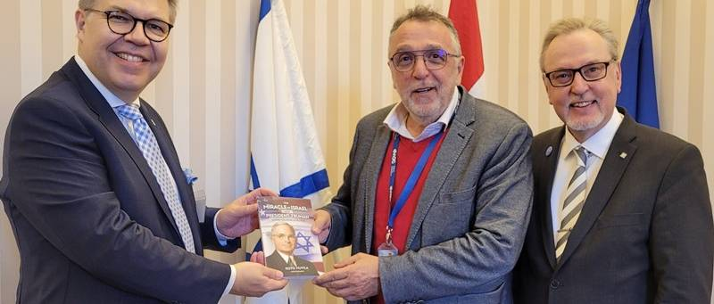 Finn delegáció a Mazsihisz elnökénél
