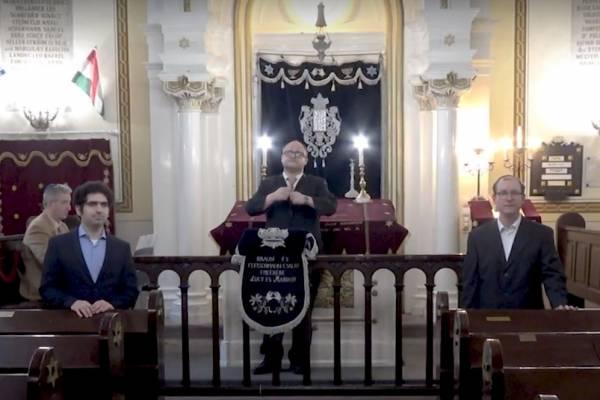 A Rabbiképzőből köszöntötték kántoraink és Verő Tamás főrabbi az idei purimot (videó)