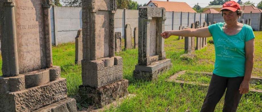 Összefogással szépült meg a zsidó temető Beziben