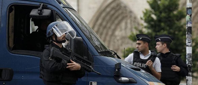 Párizs: 9 év börtön egy merényleteket tervező neonáci csoport vezetőjének