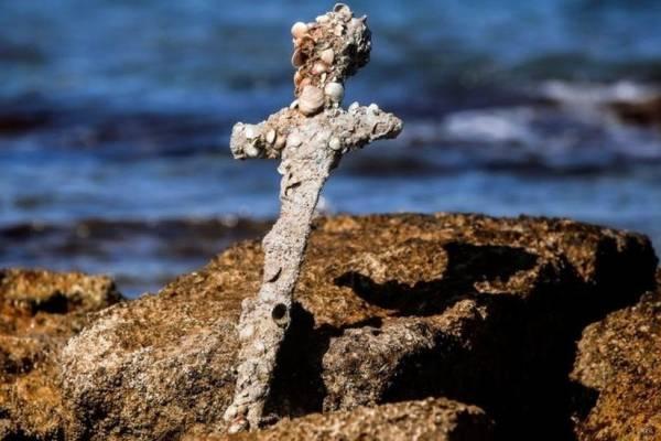 Megtalálták egy keresztes lovag kardját az izraeli partoknál