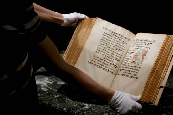 Több mint két és fél milliárd forintért kelt el egy középkori nagyünnepi imakönyv