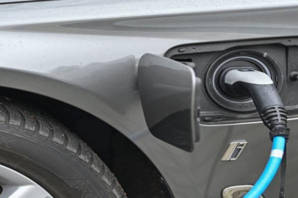 Öt perc alatt feltölthető akkumulátort fejleszt ez izraeli cég elektromos autókhoz