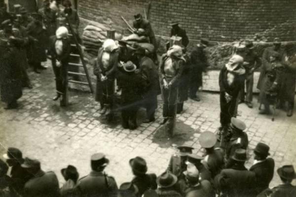 Meglakoltak: ma 75 éve végezték ki Szálasit és bűntársait