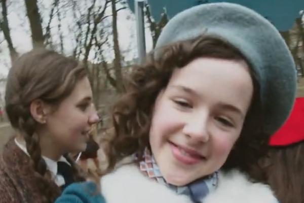 Instagramon mutatják be az Auschwitzban megölt magyar zsidó kislány naplóját
