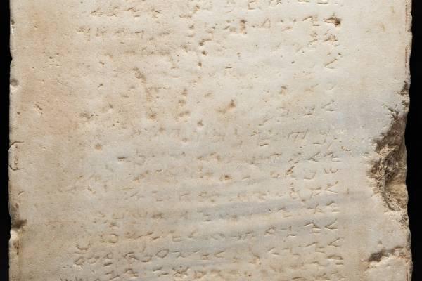 Kőbe vésve: a Tízparancsolat a képzőművészetben és az irodalomban