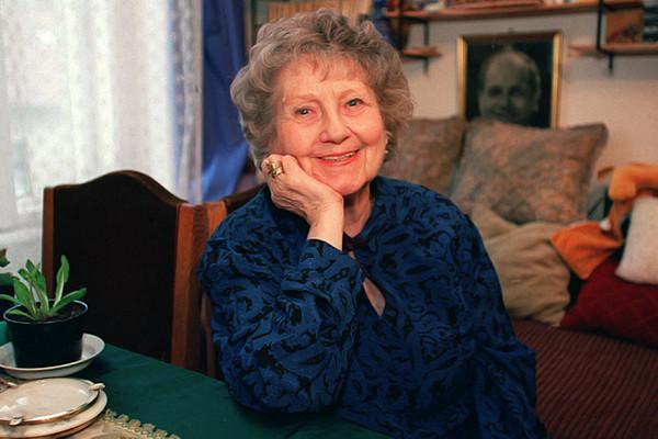Évforduló: 100 éves lenne Komlós Juci, a Szomszédok bölcs és derűs Lenke nénije