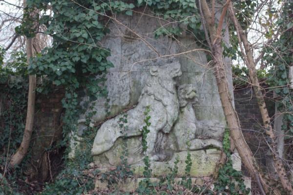 Ajánlattételi felhívás a Kozma utcai zsidó temetőben található veszélyes állapotú fák kivágására
