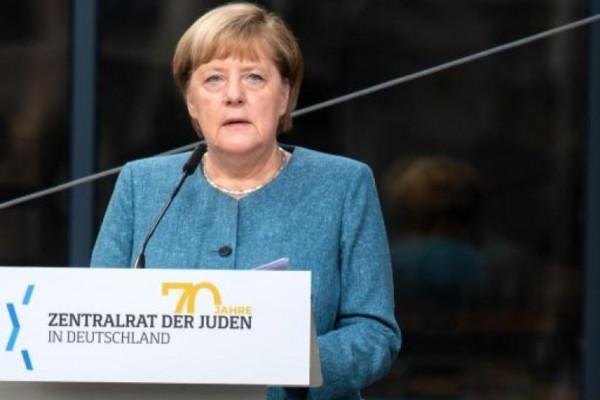 Merkel: virágzik a zsidó élet Németországban, de a gyűlölet is erősödik