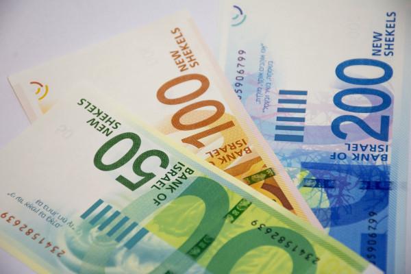 Izrael: Óriási mentőcsomag a gazdaságban, fizetéscsökkentés a kormányban