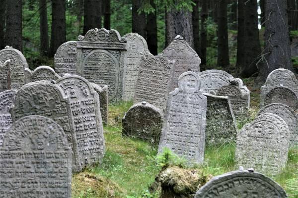 Miről mesélnek a zsidó sírkövek?