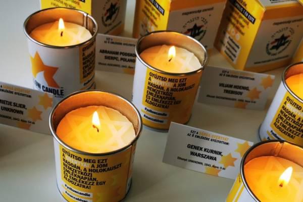Sárga gyertyák lobogtak a mártírok emlékére – Orbán Viktor is gyertyát gyújtott
