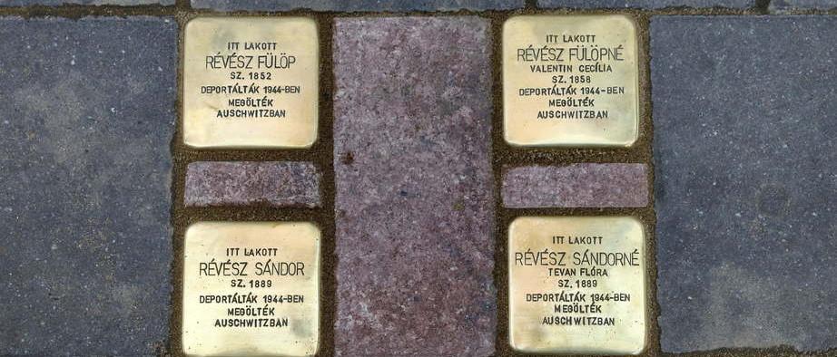 Botlatókövek a Révész család emlékére Békéscsabán