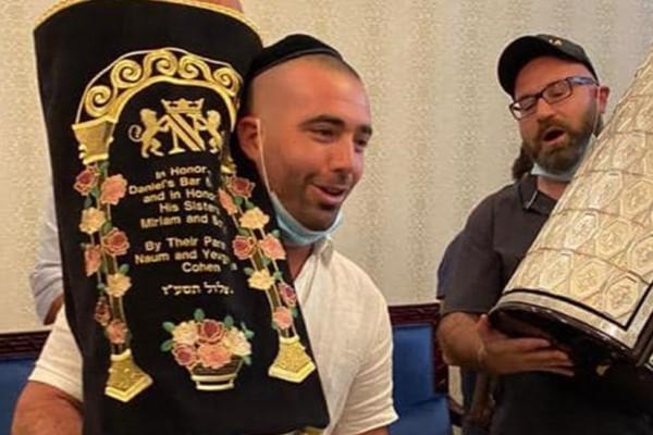 Dubajban ünnepelte Szimhát Tórát Izrael egyik legnagyobb sztárja