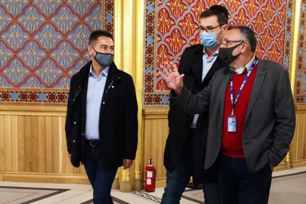 Fővárosi vezetők látogatása a Rumbach Sebestyén utcai zsinagógában