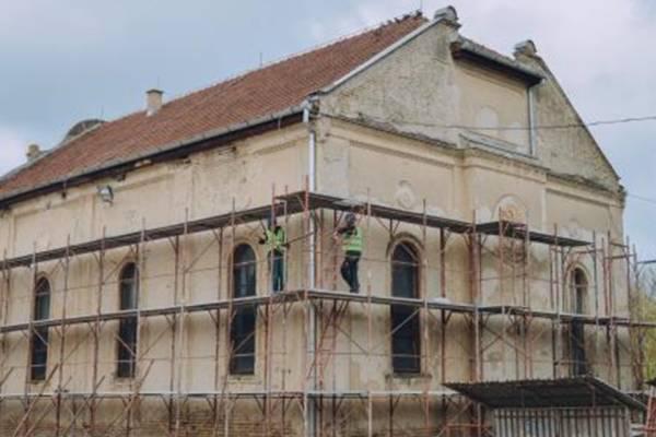 Határon túl: felújítják a kis zsinagógát Zentán