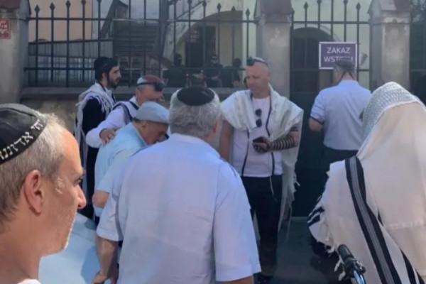 Zsidó világbotrány Krakkóban: nem engedték be a zsidók a zsidókat a zsinagógába