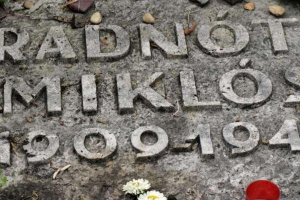 A Szombat folyóirat szerkesztőjét és az Új Élet állandó szerzőjét is Radnóti Miklós Antirasszista díjjal tüntették ki