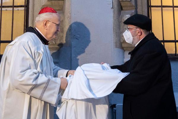 Emléktáblát avattak Hévey Gyula embermentő katolikus papnak
