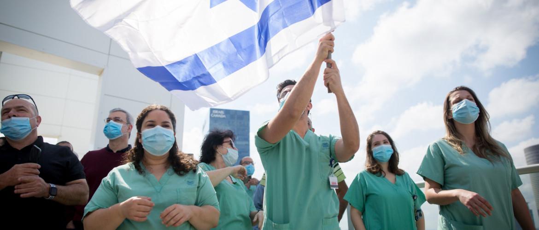 Egy hónapos zárlat után megkezdődött a fokozatos nyitás Izraelben