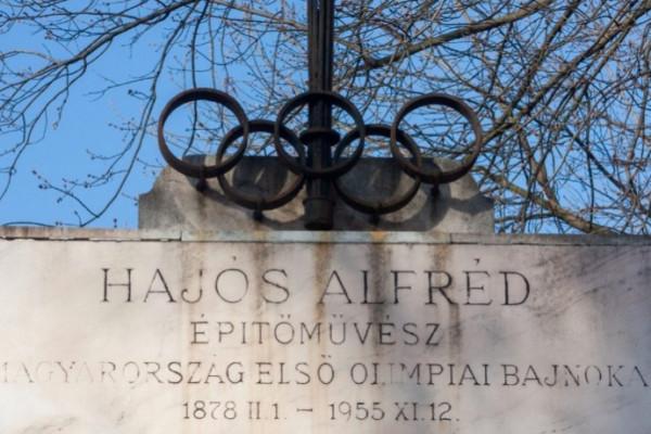 Hajós Alfréd síremléke eredeti állapotában újul meg