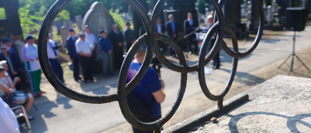 Új síremléket kaptak a birkózó bajnokok