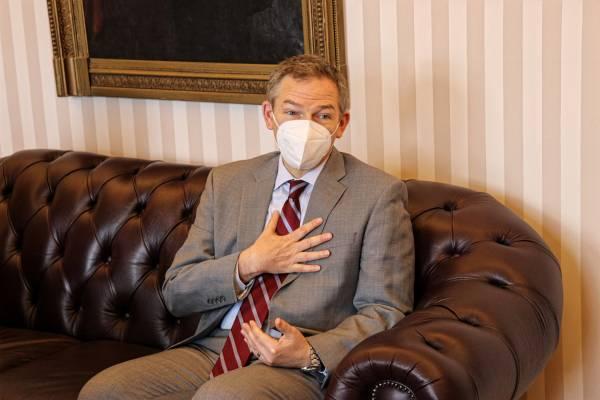 Az USA budapesti nagykövetségének vezetője Heisler Andrásnál