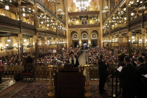 Jelképes szombatfogadás a Dohány utcai zsinagógában
