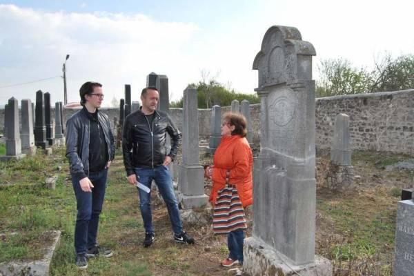 Felújították a tapolcai zsidó temető 300 méter hosszú kőkerítését