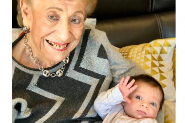 Jó hír: felépült a koronavírusból egy 93 éves angol néni