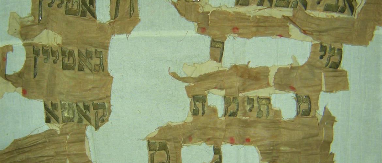 A hét műtárgya: egy tóraszekrény-függöny töredéke