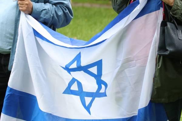 Melletted állunk, Izrael!