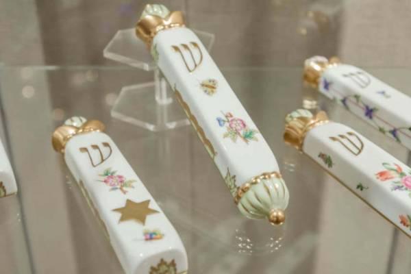 Hétköznapi és ünnepi tárgyak a herendi porcelánok zalaegerszegi kiállításán