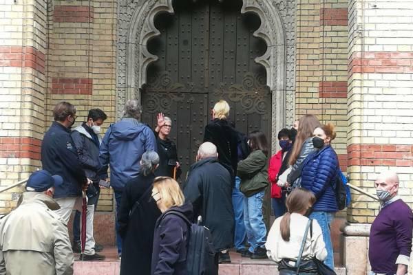 Jamie Lee Curtis a Dohány utcai zsinagógában