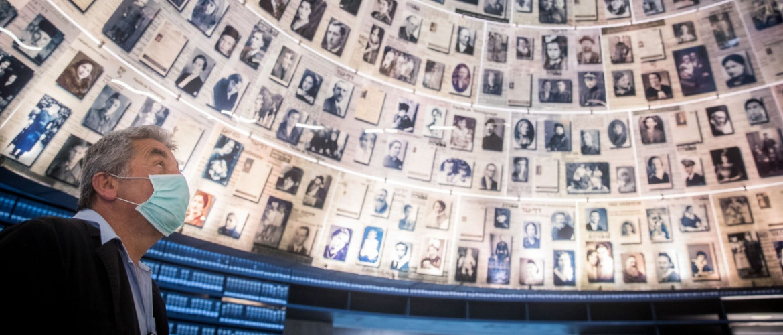 A koronavírus-járvány árnyékában is megemlékezéseket tartottak Izraelben a holokauszt emléknapján