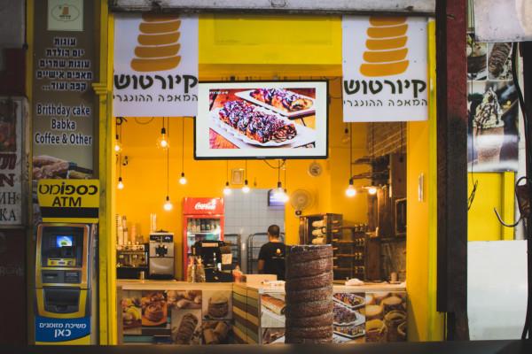 Izraelben szinte minden üzlet kinyithat, újra működhetnek a szolgáltatások