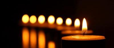 Konrád Györgyöt Radnóti Zoltán főrabbi búcsúztatja a Farkasréti temetőben