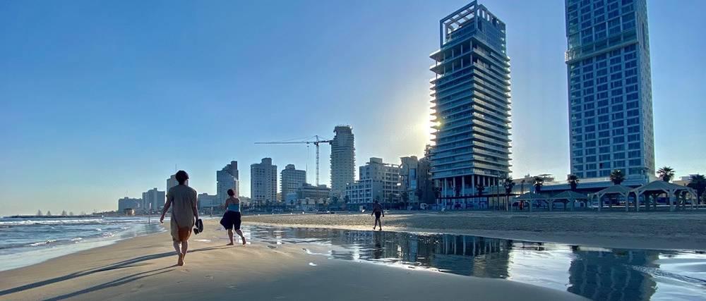 Kora reggel, tengerpart, Tel-Aviv
