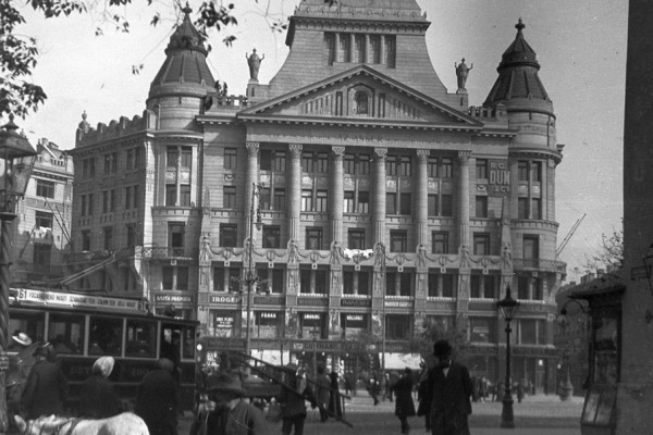 Budapest téglái: gyerekkori rajzoktól a holokausztig