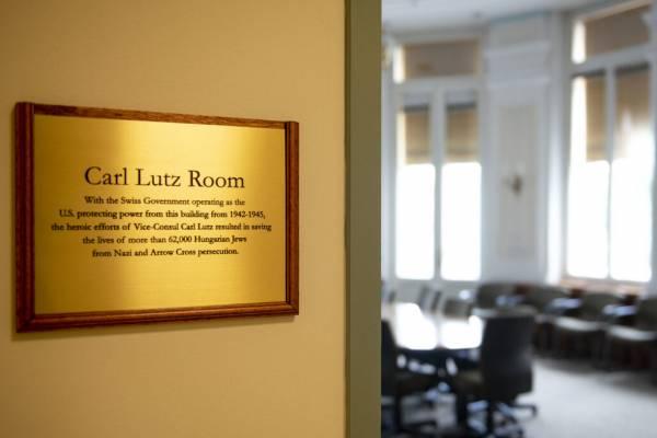 A zsidómentő Carl Lutz-ról neveztek el egy termet az amerikai nagykövetségen