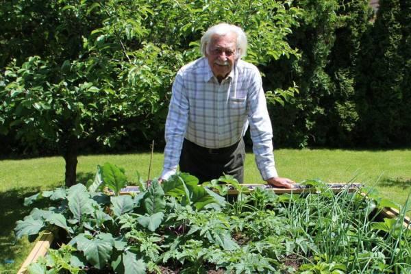 Örökké virágzó kert – ma egy éve hunyt el Bálint gazda